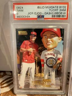 2016 Stadium Club 280 Mike Trout With Bobblehead-Gold Foil